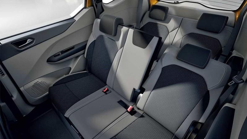 Adu Kepraktisan dan Daya Angkut Renault Triber dengan Datsun Cross 02