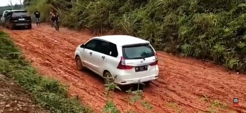 Bukti Ketangguhan RWD Toyota Avanza di Jalan Tanah Pedalaman Kalimantan, Xpander Dengan FWD Keok 02