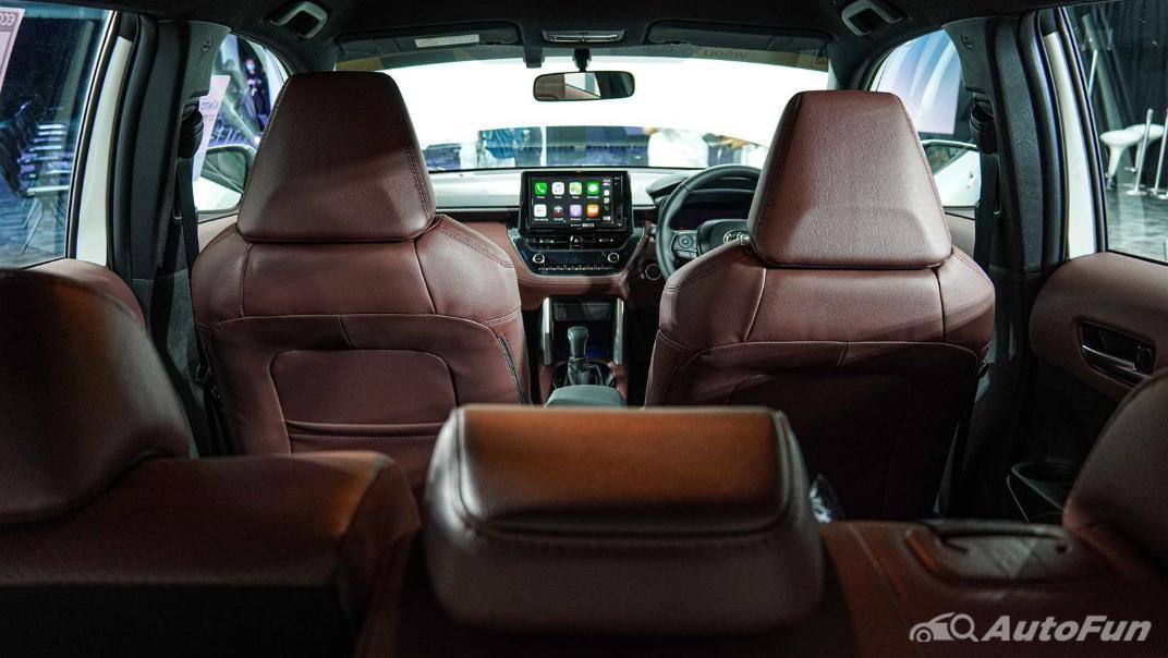 Toyota Corolla Cross Hybrid Interior 013