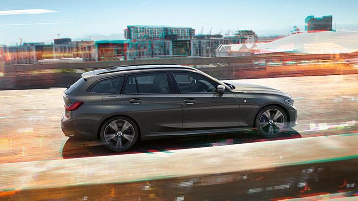 BMW 320i Touring M Sport Exterior 003