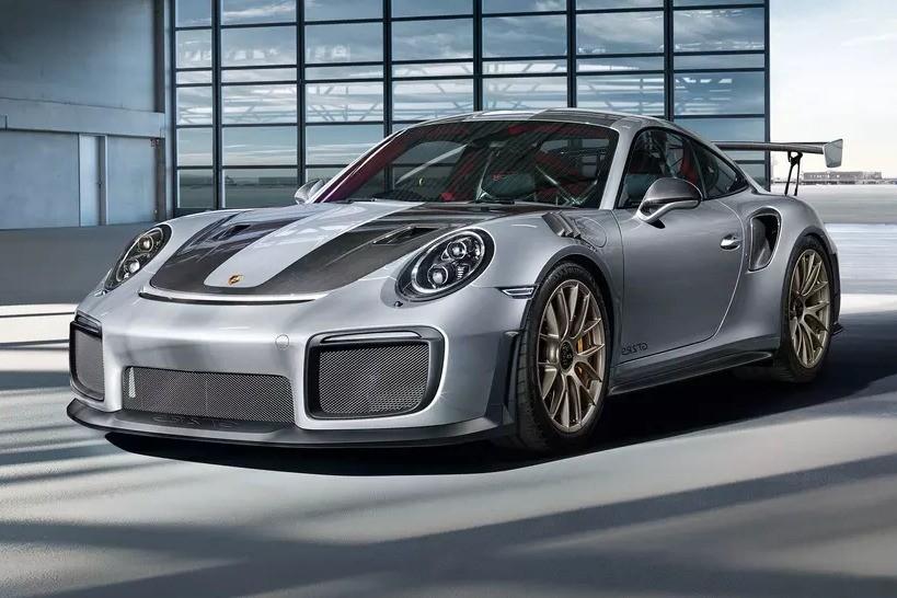 Overview Mobil: Mobil Porsche 911 Carrera 4 Cabriolet Black Edition PDK dibanderol dengan harga mulai dari Rp5,900,000 - 3,300,000 01