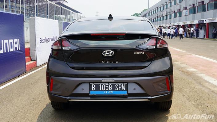 2021 Hyundai Ioniq Electric Exterior 005