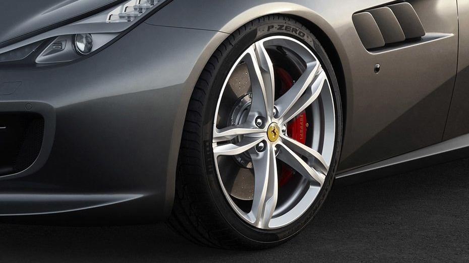 Ferrari GTC4Lusso 2019 Exterior 018