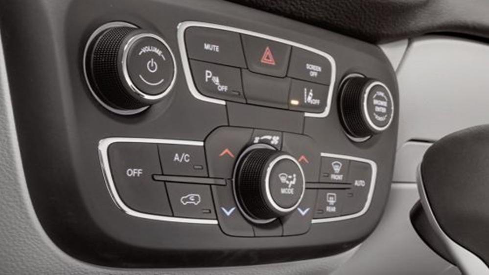 Jeep Compass 2019 Interior 003