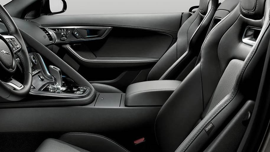 Jaguar F-TYPE 2019 Interior 003