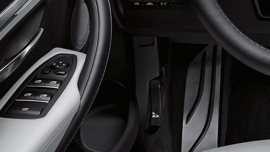 BMW M4 Coupe 2019 Interior 008