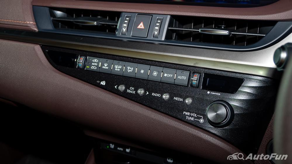 Lexus ES 2019 Interior 011