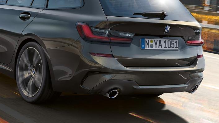 BMW 320i Touring M Sport Exterior 006