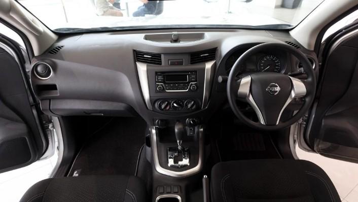 Nissan Navara 2019 Interior 001