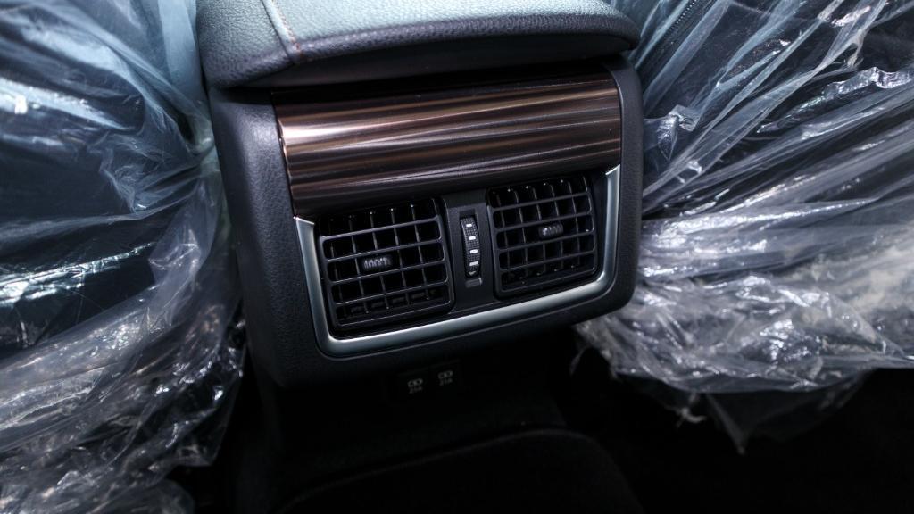 Toyota Camry 2019 Interior 028