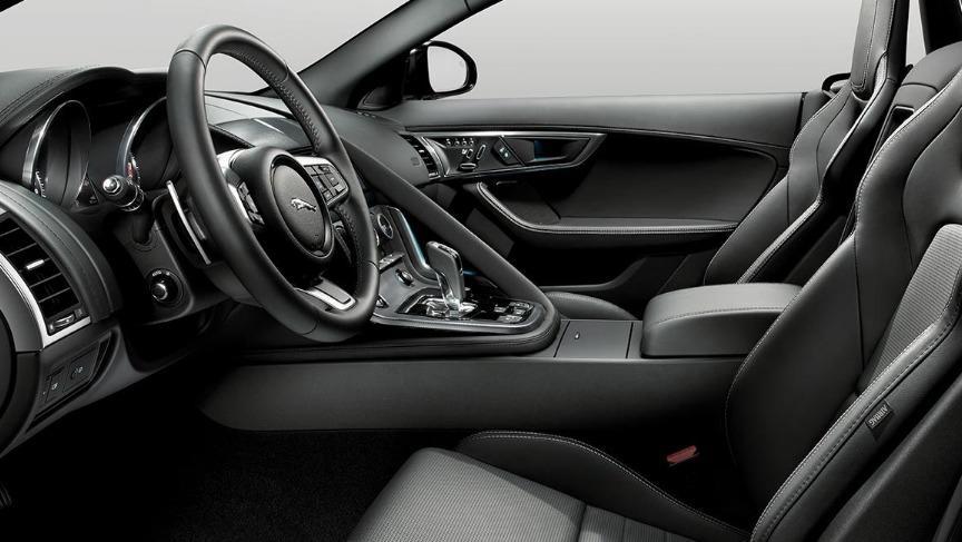 Jaguar F-TYPE 2019 Interior 025