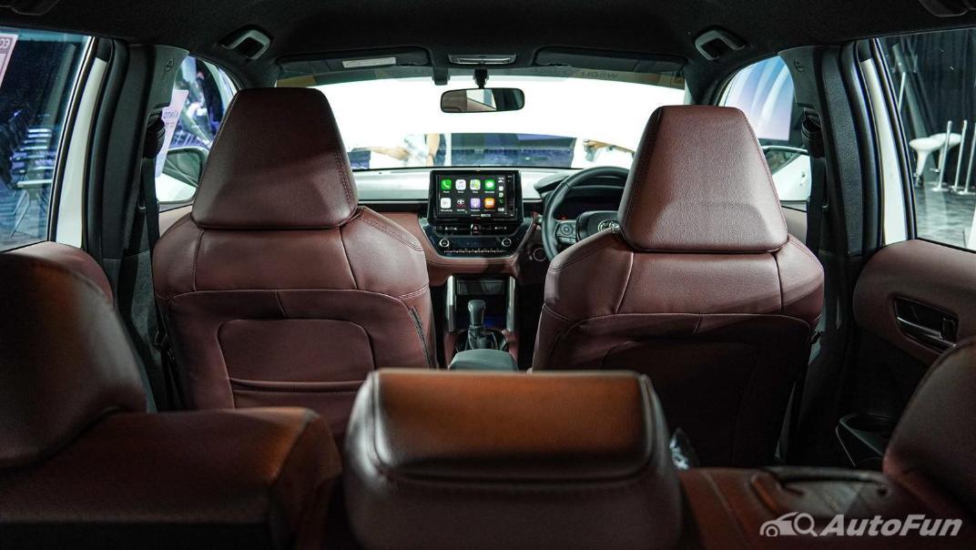 Toyota Corolla Cross Hybrid Interior 012