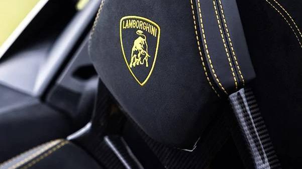 Lamborghini Huracan 2019 Interior 020