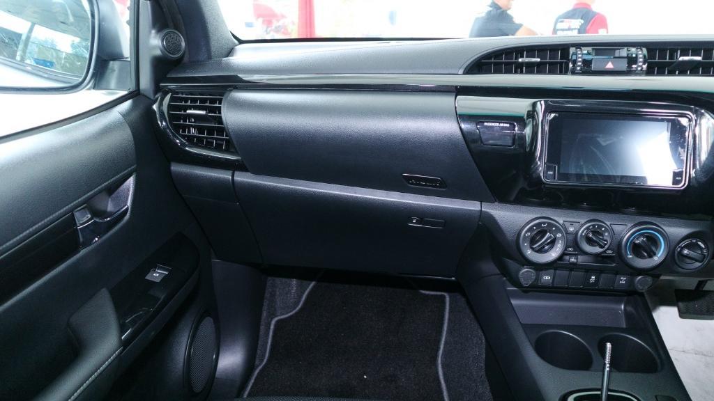 Toyota Hilux 2019 Interior 004