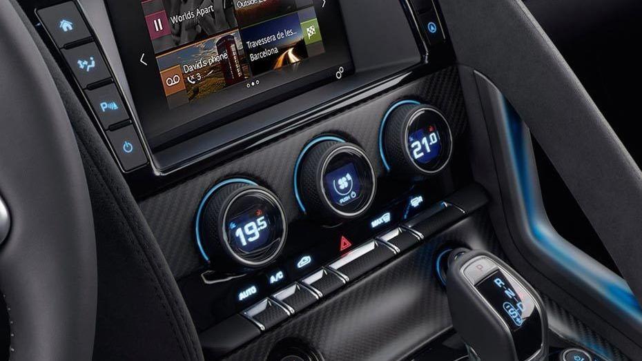 Jaguar F-TYPE 2019 Interior 009