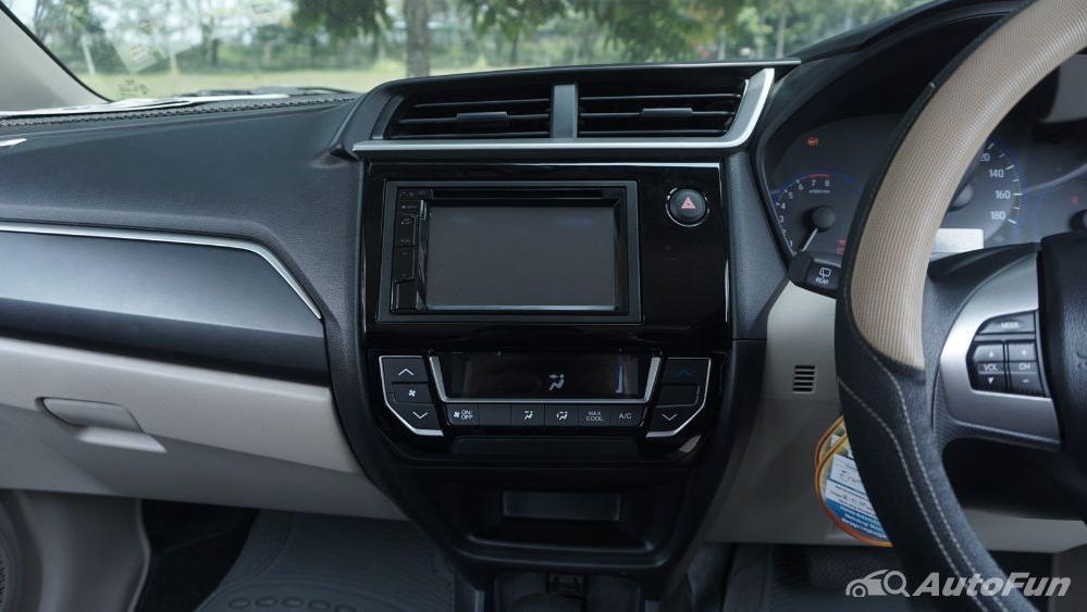 Honda Mobilio E CVT Interior 006