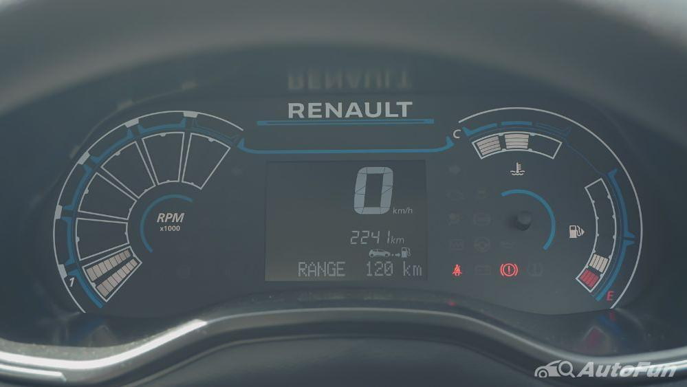 Renault Triber RXZ MT Interior 005