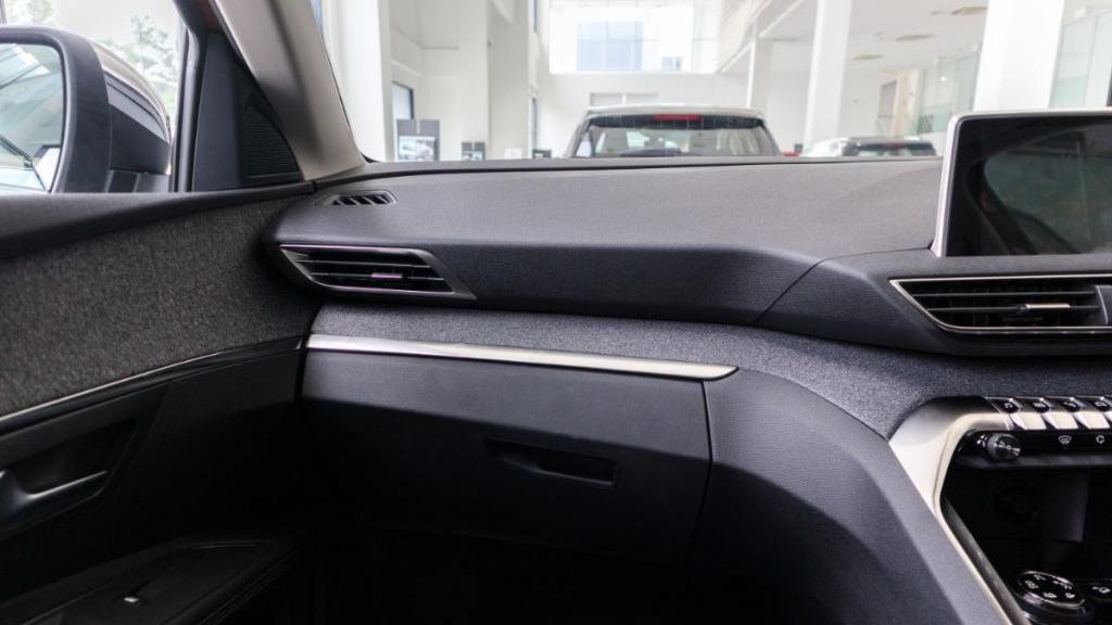 Peugeot 3008 2019 Interior 004