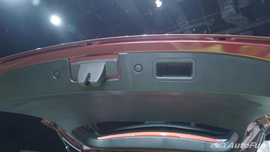 2021 Wuling Confero S Interior 018