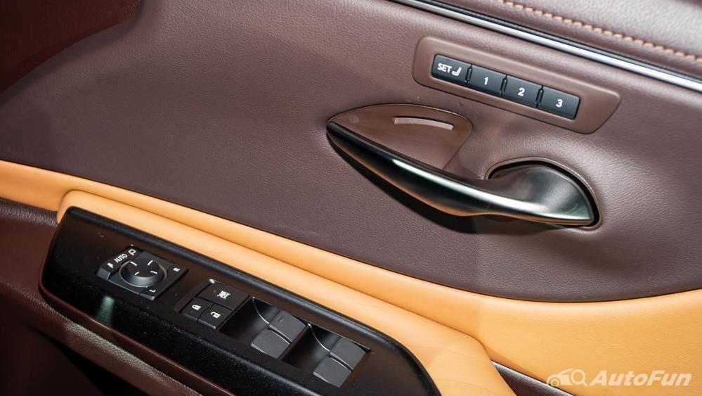 Lexus ES 2019 Interior 016