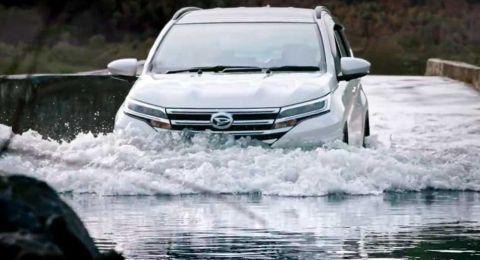 Terpaksa Terobos Banjir, Begini Trik Melewatinya Pakai Mobil Metik 02