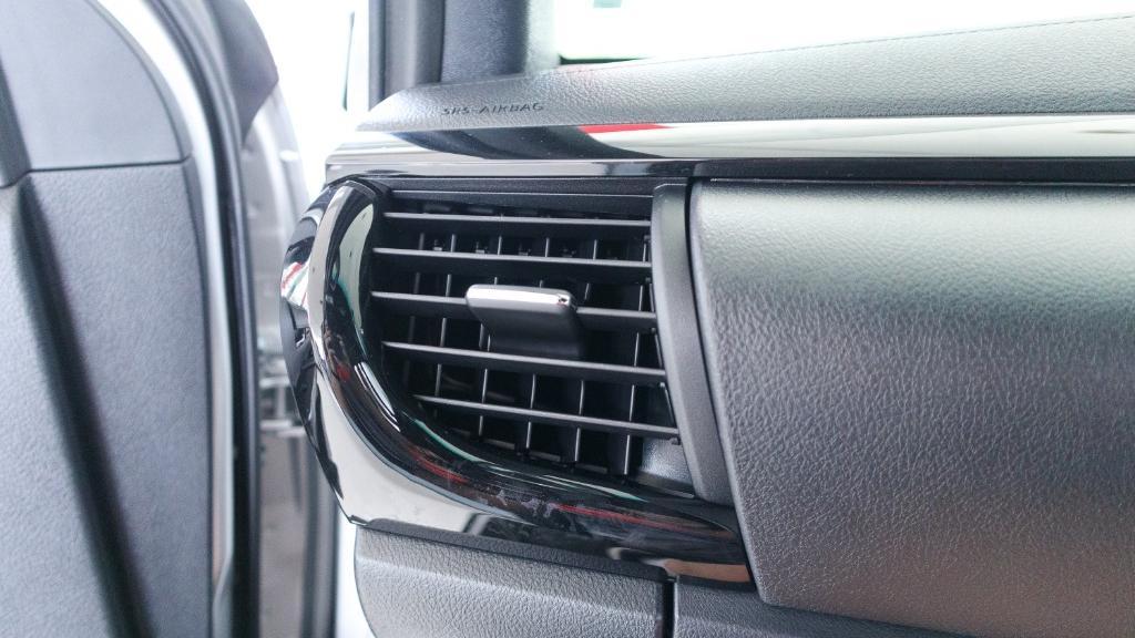 Toyota Hilux 2019 Interior 023