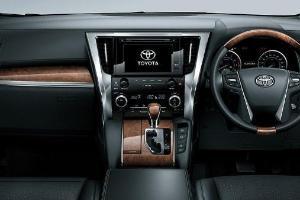 Nyaman di Kabin, Ini Beda Berkendara Toyota Alphard dan Meredes-Benz Vito