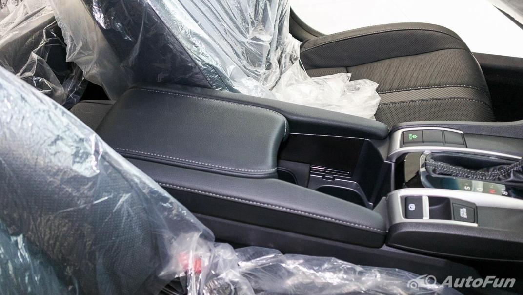 Honda Civic 2019 Interior 047