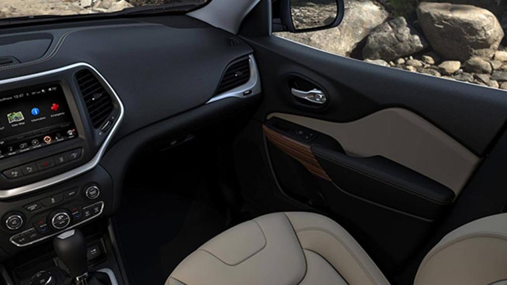Jeep Cherokee 2019 Interior 010