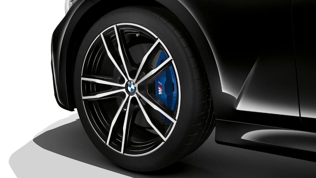 BMW 320i Touring M Sport Exterior 007