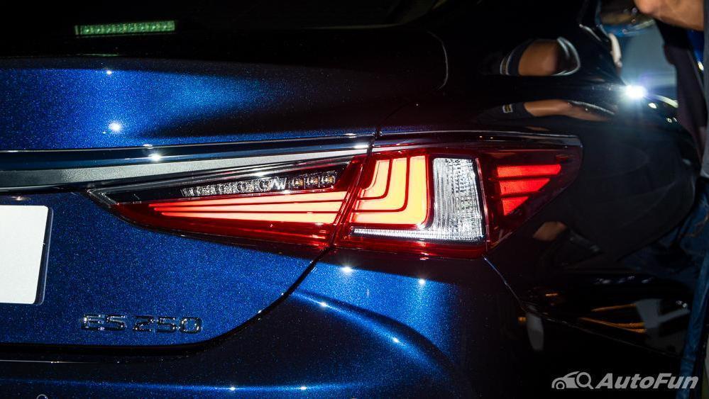 Lexus ES 2019 Exterior 023