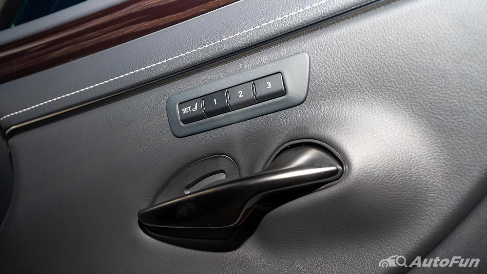 Lexus ES 2019 Interior 018