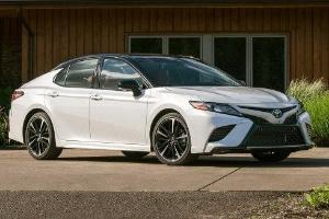 Perbandingan Spesifikasi Toyota Camry dan Honda Accord, Mana Yang Lebih Unggul?
