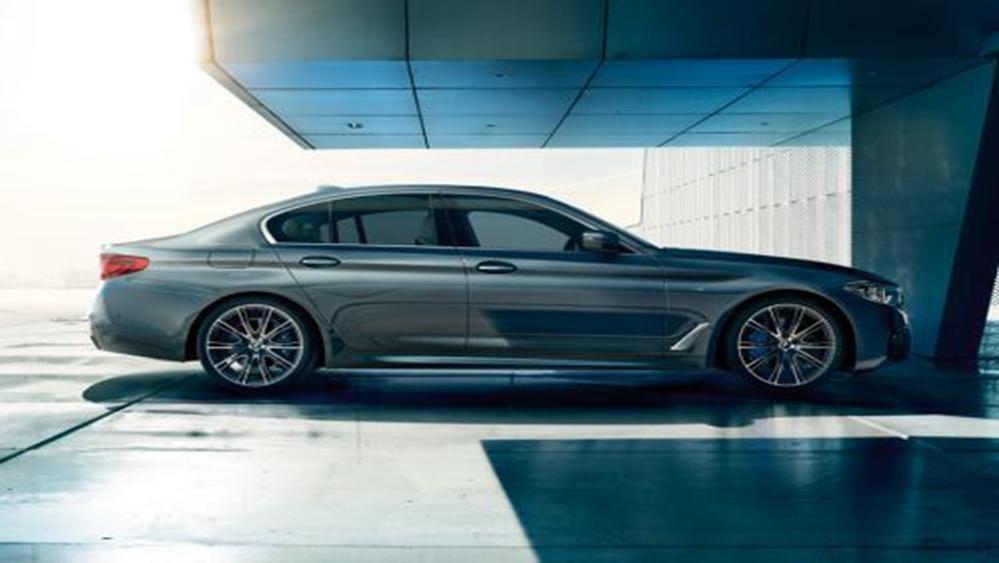 BMW 5 Series Sedan 2019 Exterior 002