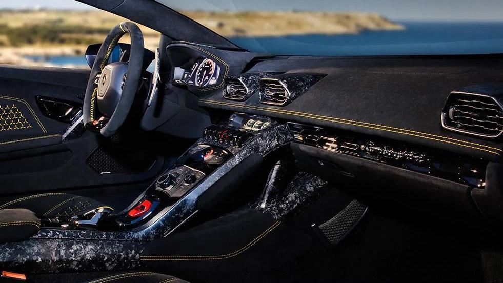 Lamborghini Huracan 2019 Interior 017