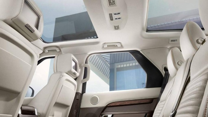 Land Rover Discovery 2019 Interior 006