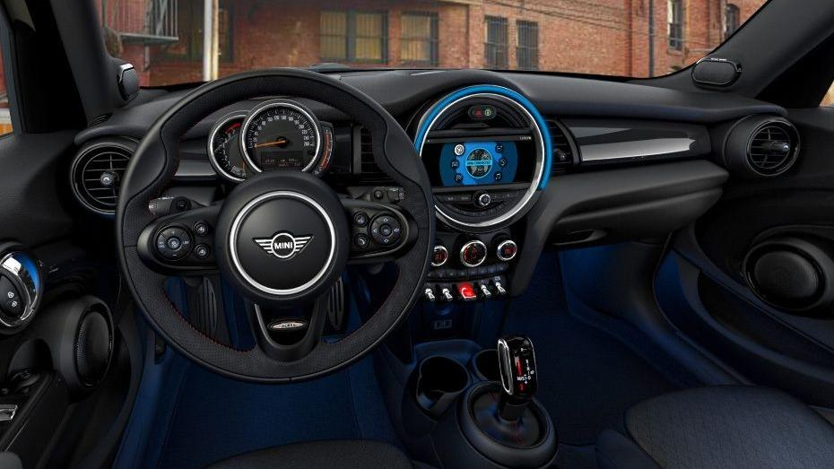 MINI 5 Door 2019 Interior 001