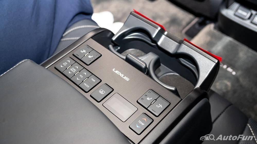 Lexus ES 2019 Interior 026