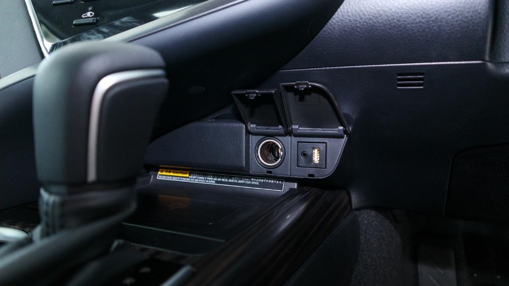 Toyota Camry 2019 Interior 016