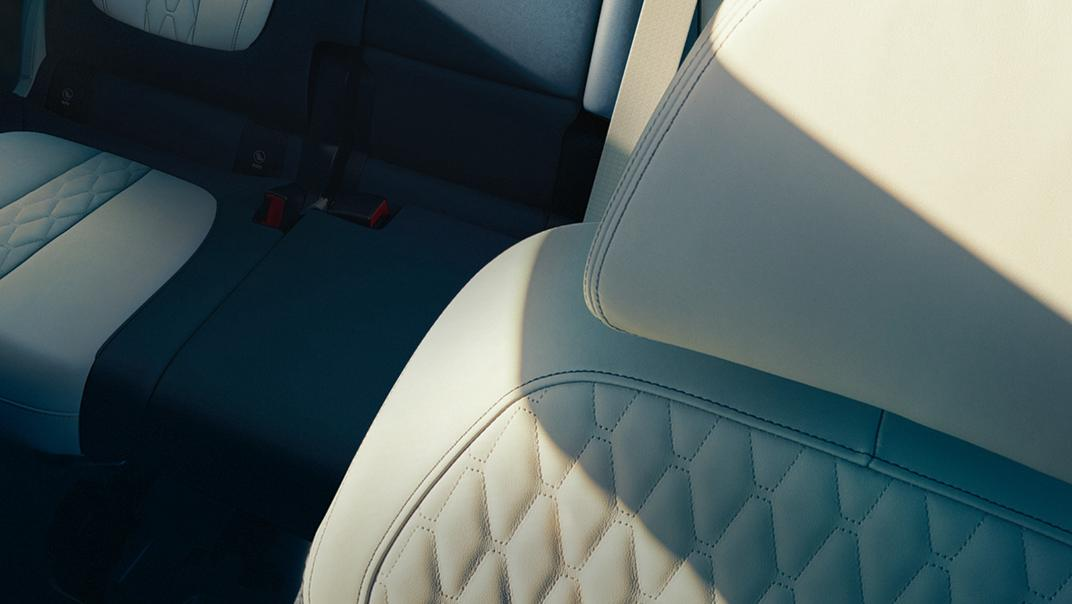 2021 BMW X7 xDrive40i Opulence Interior 007