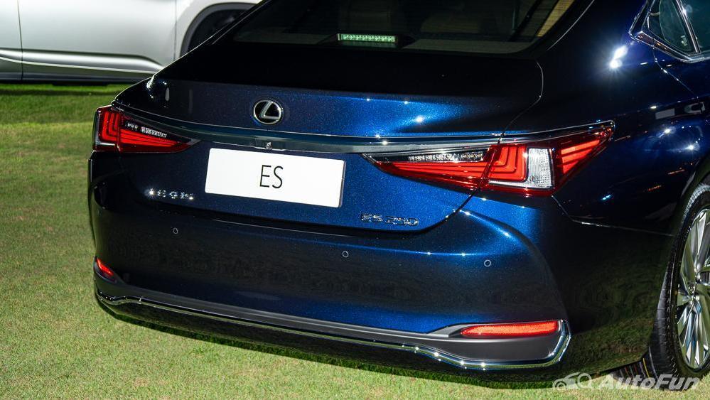 Lexus ES 2019 Exterior 027