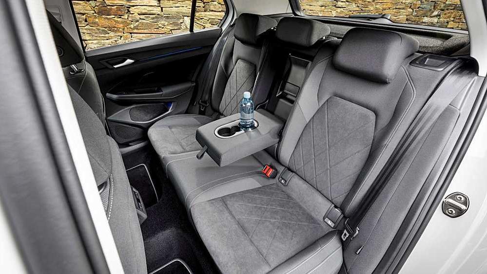Volkswagen Golf 2019 Interior 093