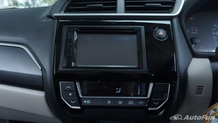 Honda Mobilio E CVT Interior 008