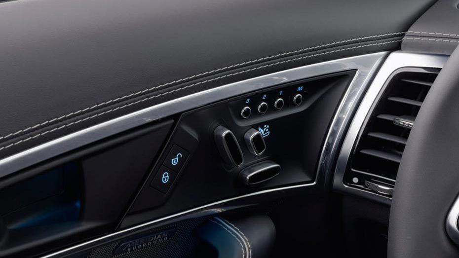 Jaguar F-TYPE 2019 Interior 012