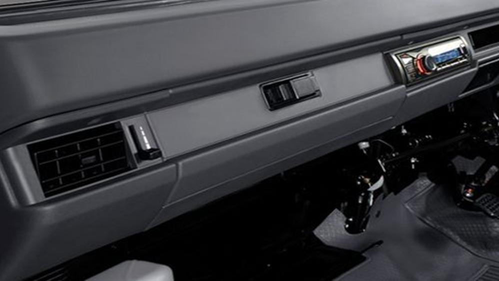 Mitsubishi L300 2019 Interior 006
