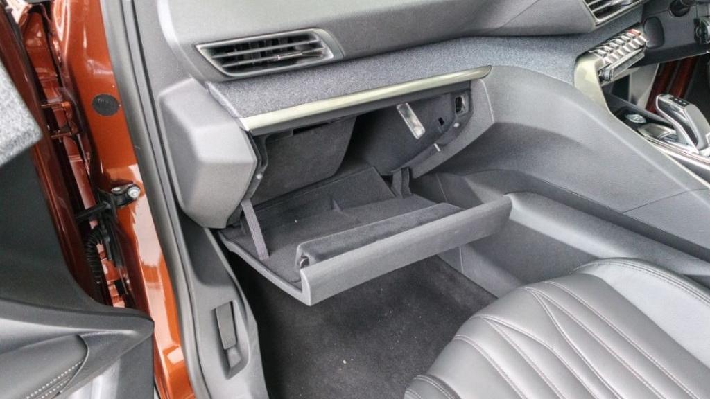 Peugeot 3008 2019 Interior 030