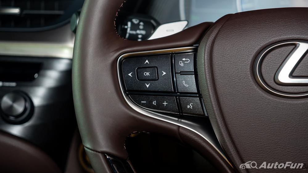 Lexus ES 2019 Interior 006