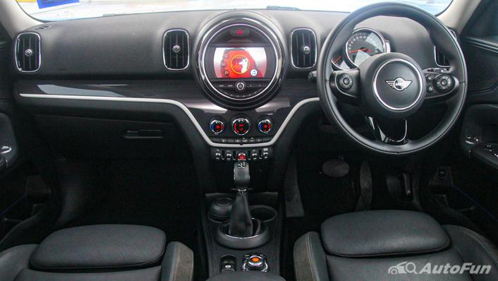MINI Countryman Copper S Interior 001