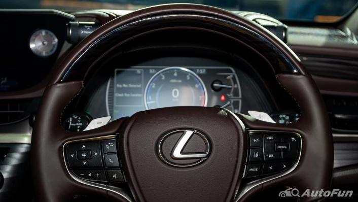 Lexus ES 2019 Interior 004
