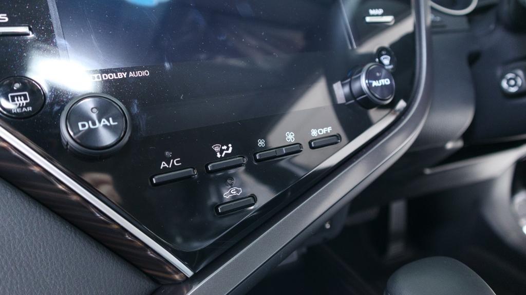 Toyota Camry 2019 Interior 015